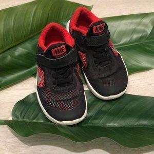 Nike toddler Revolution 3